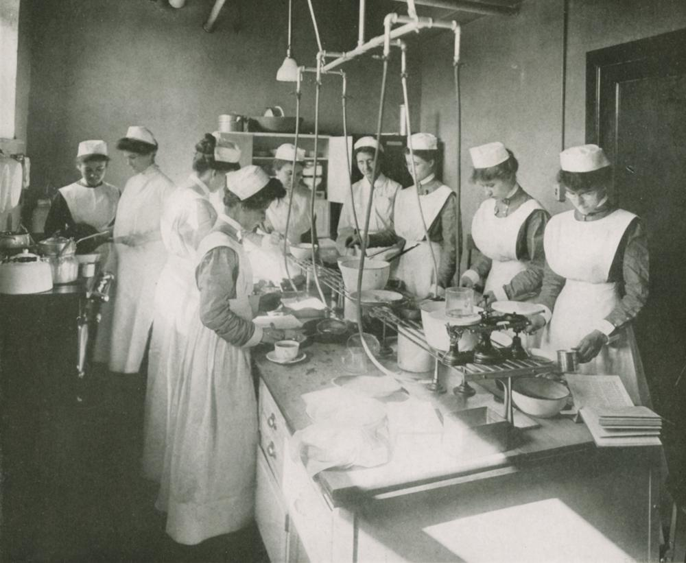 Photograph of student nurses working in a laboratory