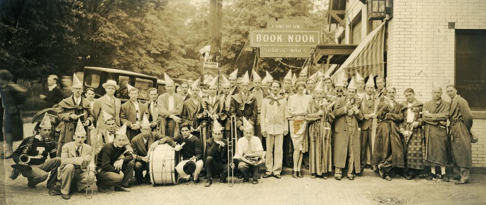 Book Nook commencement crowd in front of Book Nook, 1928
