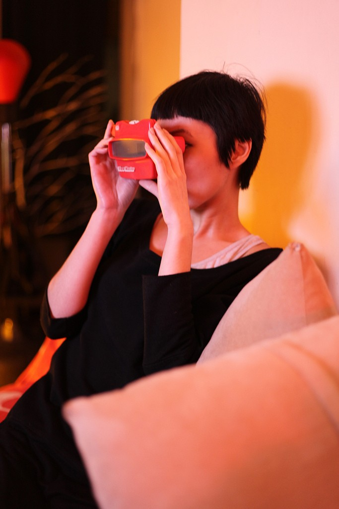 Photo of a girl looking through a View-Master